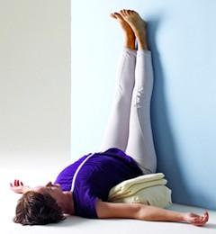 позы йоги от запоров
