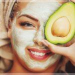 Маска от прыщей из авокадо и меда (для сухой кожи лица)